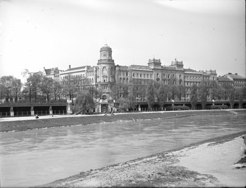 Wien 9, Polizeigebäude