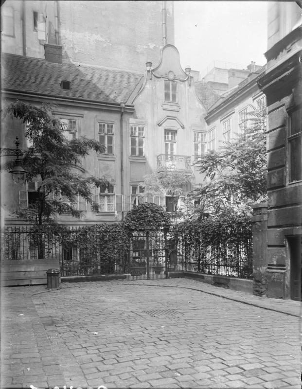 Wien 8, Roter Hof 16