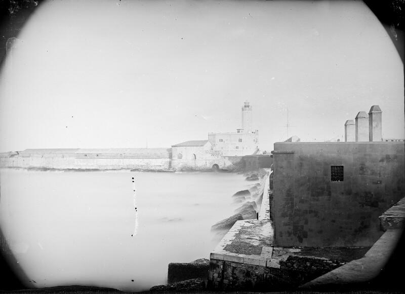 Hafen mit Leuchtturm von Algier