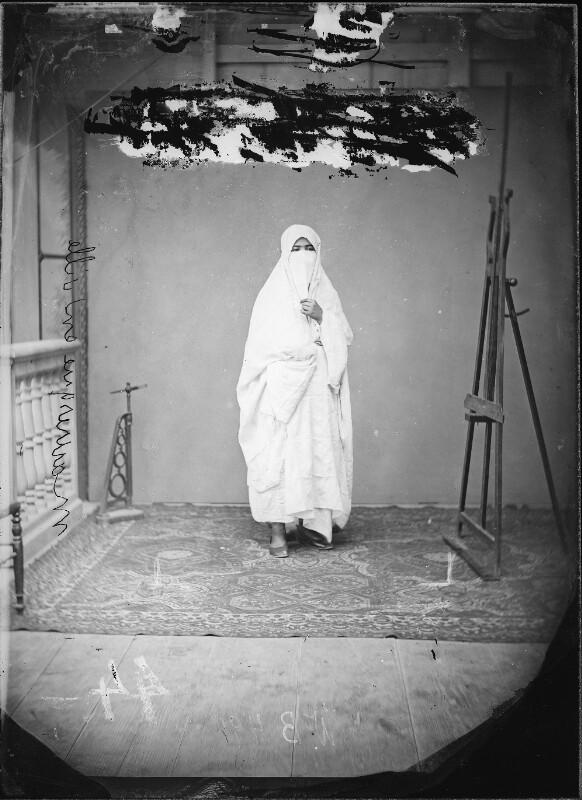 Maurin mit Burka
