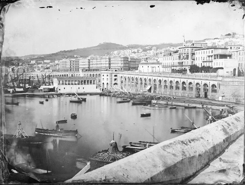 Blick auf Hafen und Stadt von Algier