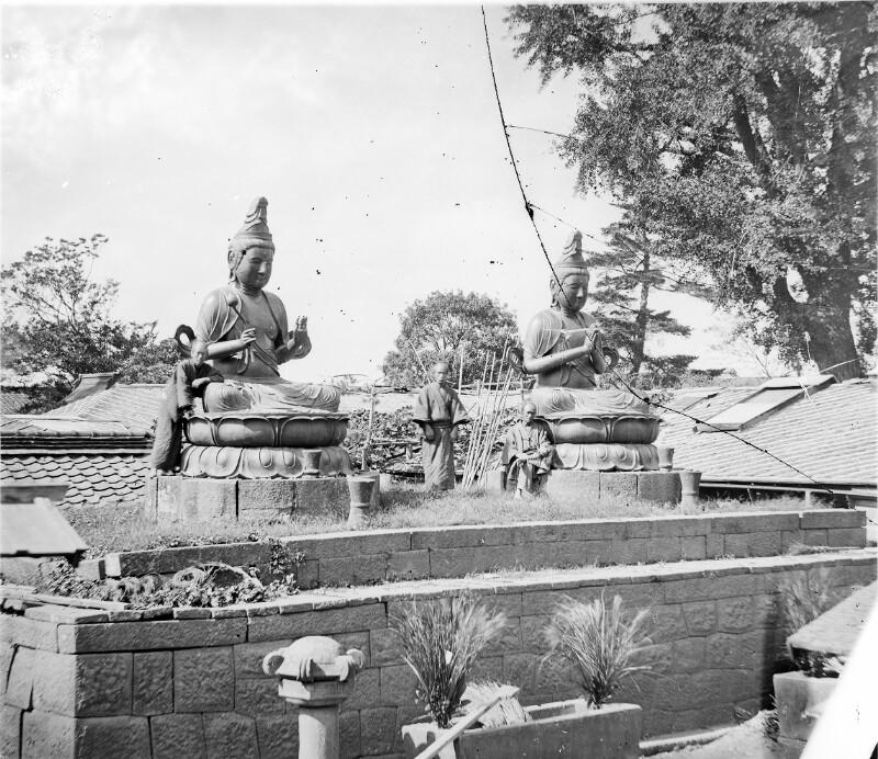 Buddha-Figuren im Freien