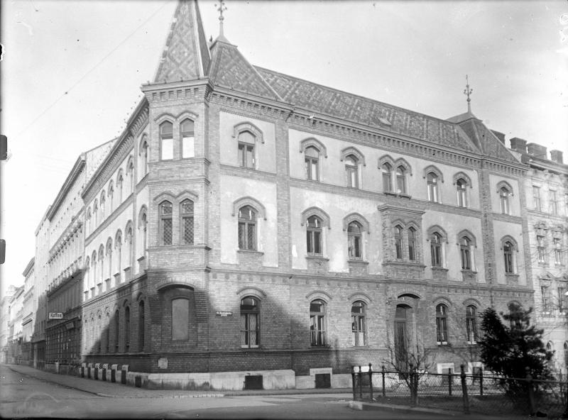 Wien 16, Familienplatz 8