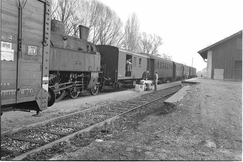 Personenzug mit ÖBB Dampflok 77.37 (Ex BBÖ 629.52/DRB 77.237).