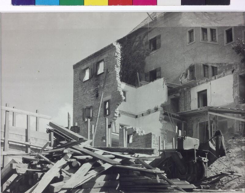 Neuaufbau kriegszerstörter Häuser in Salzburg