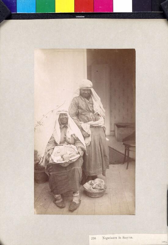 Zwei Frauen aus Izmir