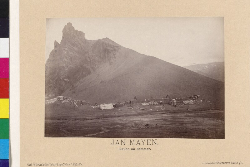 Forschungsstation auf der Insel Jan Mayen im Sommer
