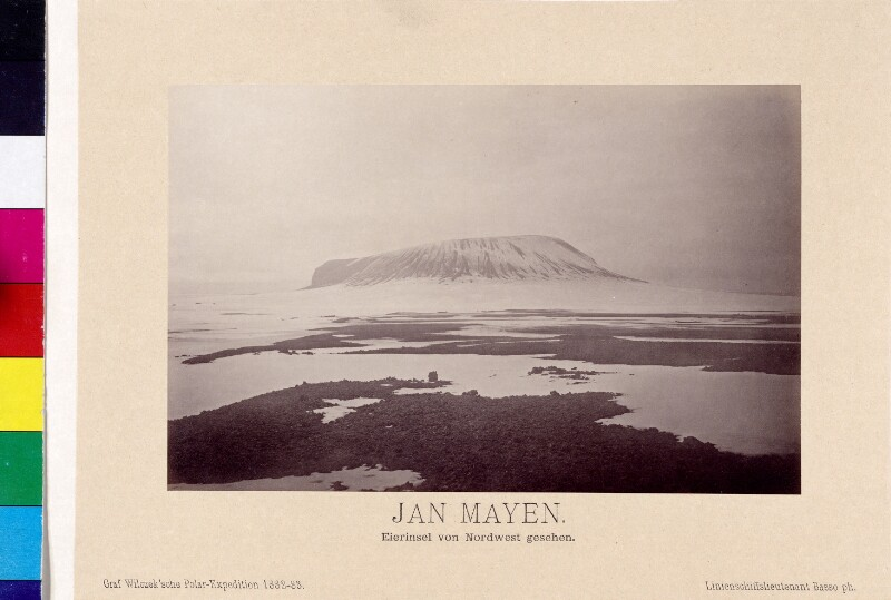Eierinsel bei der Insel Jan Mayen aus Nordwest