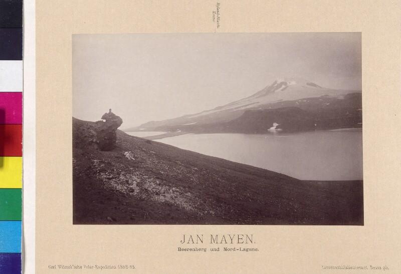 Beerenberg und  Nord-Lagune auf der Insel Jan Mayen