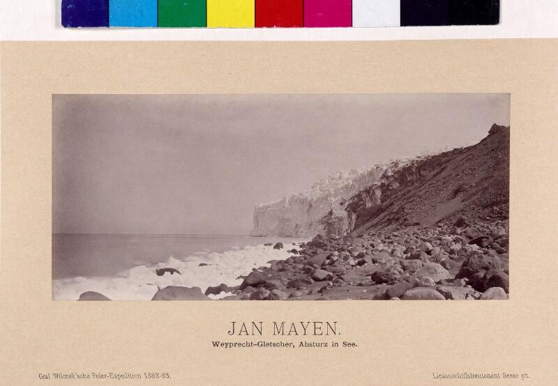 Ende des Weyprecht-Gletsches im Meer auf der Insel Jan Mayen
