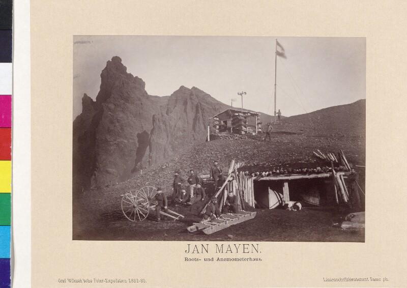 Boots- und Anemometerhaus der Expedition auf der Insel Jan Mayen