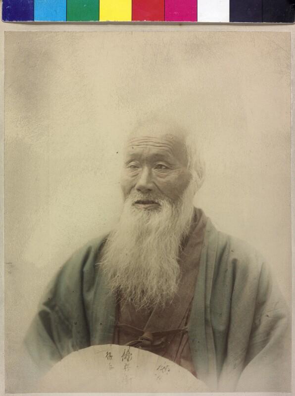 Alter Mann mit langem weißem Bart