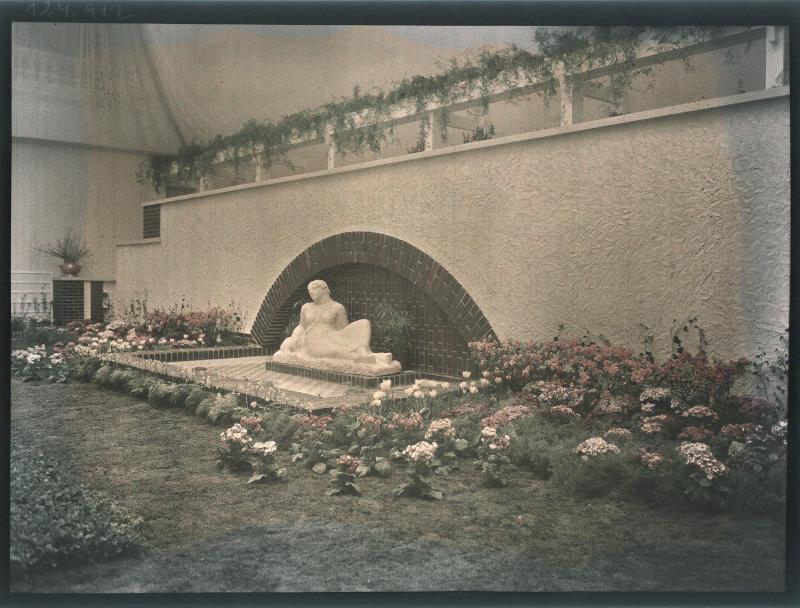 """Wien 1, Künstlerhaus-Ausstellung """"Blume und Plastik"""""""