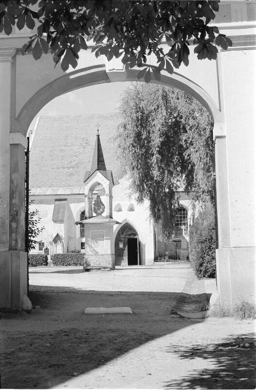 Südseite der Pfarrkirche Maria im Dorn in Feldkirchen/Kärnten