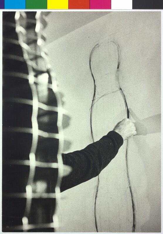 Arm von Joannis Avramidis (1922- )