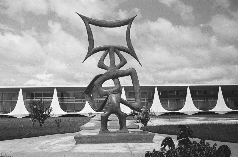 Abstrakte Skulptur in Brasília