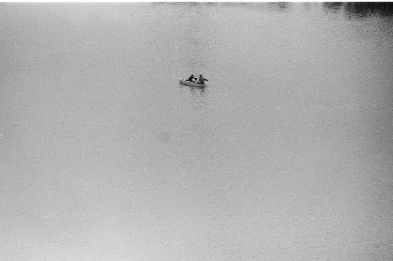 Fischerboot im Kanal von Bertioga
