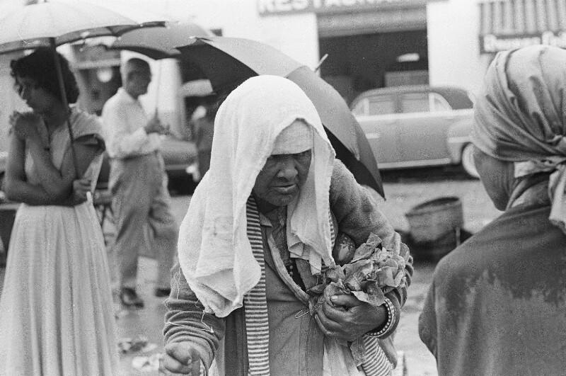 Alte Bettlerin in Taubaté