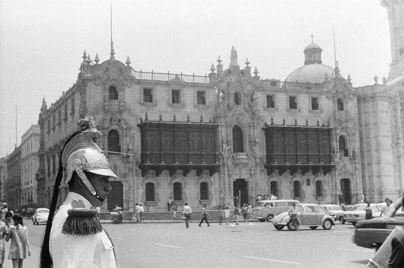 Auf der Plaza de Armas in Lima