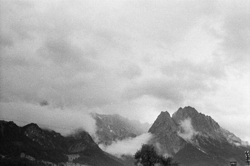 Berggipfel und Wolken bei Garmisch
