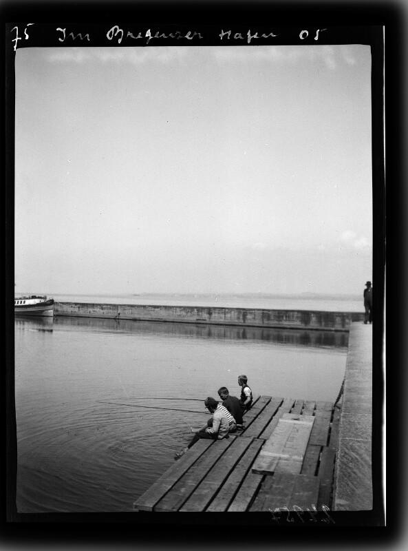 Angler am Bregenzer Hafen