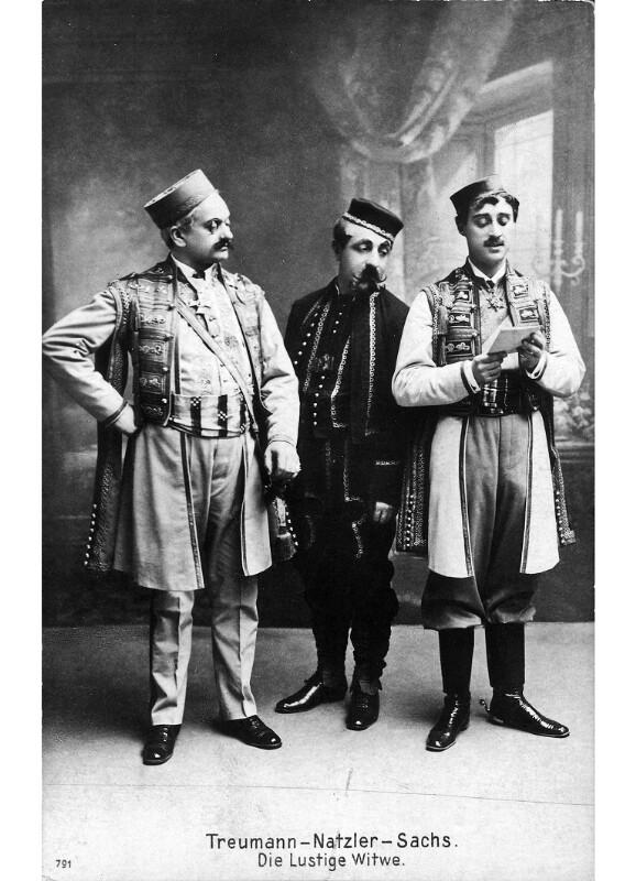 Siegmund Natzler zwischen L. Treumann (links) und Oskar Sachs (rechts) in F. Lehárs©Bildarchiv Austria, ÖNB