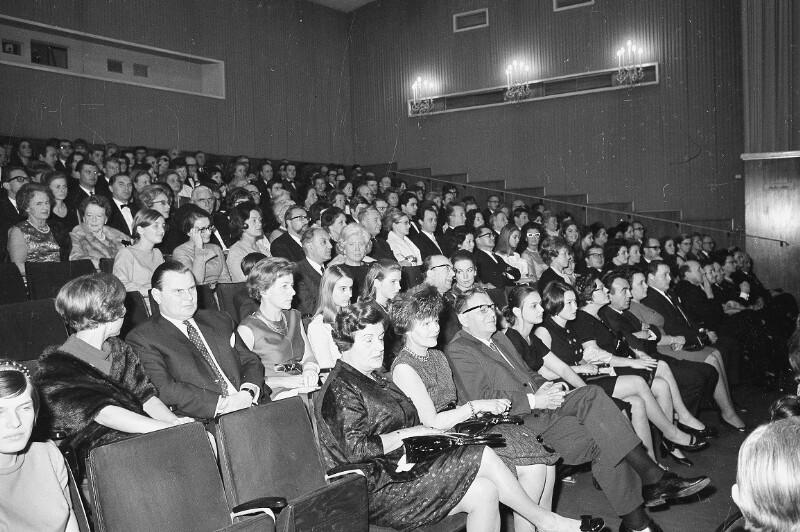 """Premiere von """"Oliver"""" im Apollo Kino"""