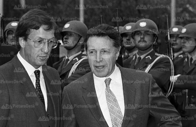 Caspar Weinberger und Helmut Krünes