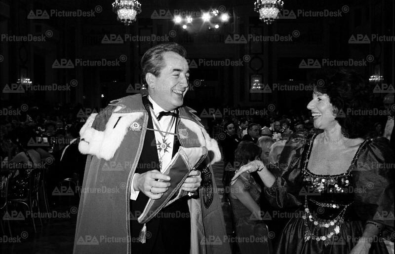 Alois Mock bei Fest der Wiener Faschingsgesellschaft