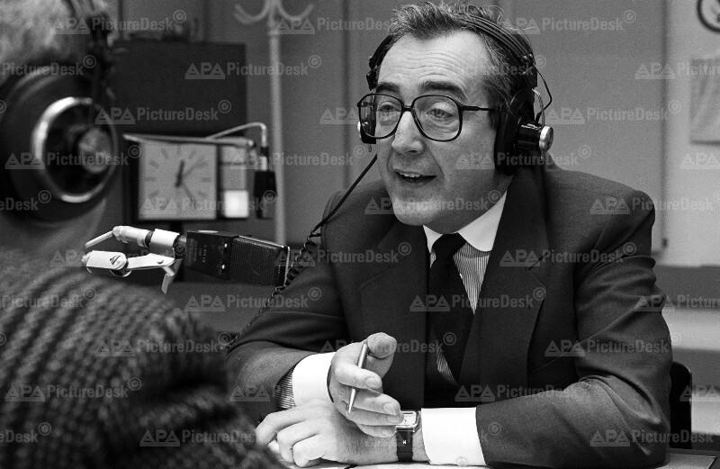 Alois Mock gibt Radiointerview