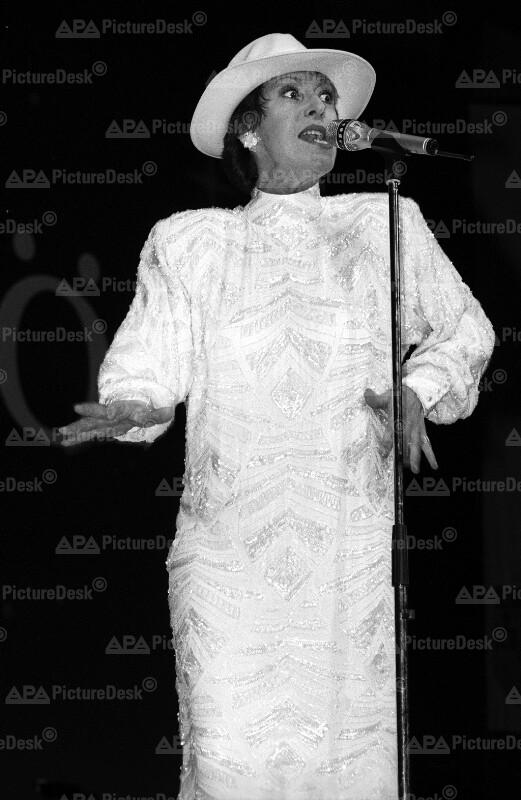 Caterina Valente beim Wahlkampfauftakt der SPÖ 1987