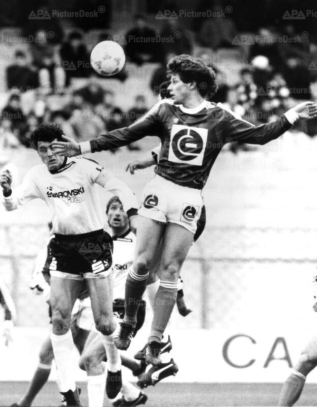 Fußball - SK Rapid vs. FC Tirol 1987 - Pezzey und Heraf