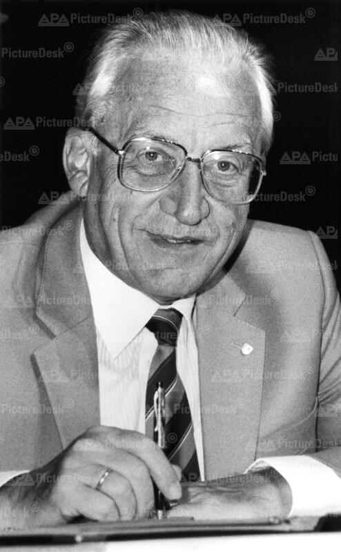 Ankündigung des Rücktritts von Dr. Carl Mödl