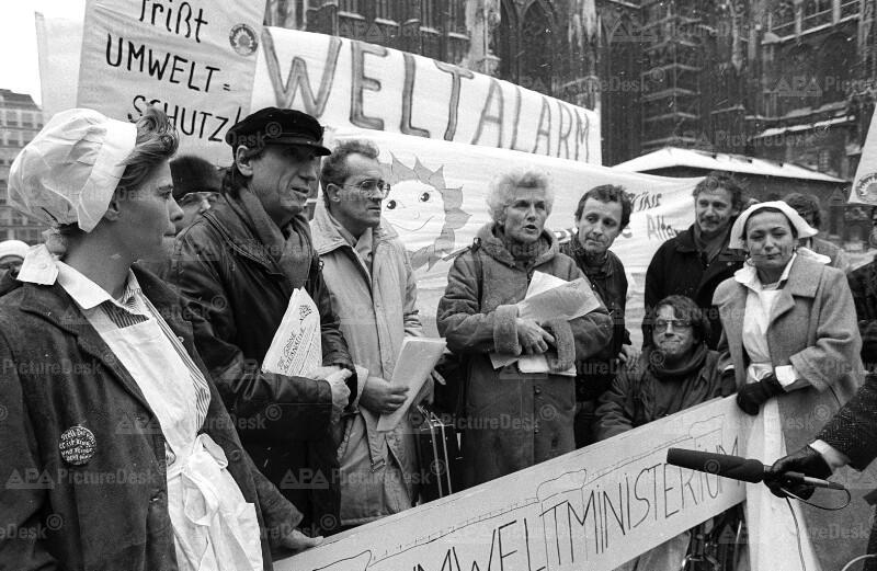 Demonstration von Nationalratsabgeordneten der Grünen in Wien