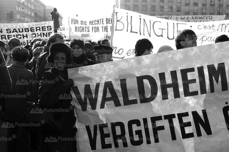 Demonstration für die Beibehaltung des zweisprachigen Schulsystems 1987