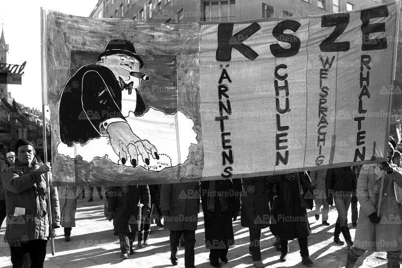 Demo für die Beibehaltung des zweisprachigen Schulsystems 1987 in Wien