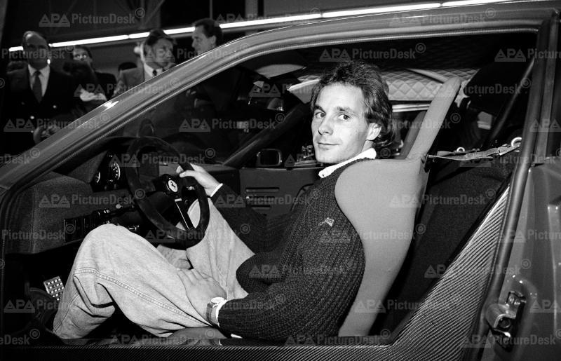 Gerhard Berger bei der Präsentation des neuen Ferrari F-40