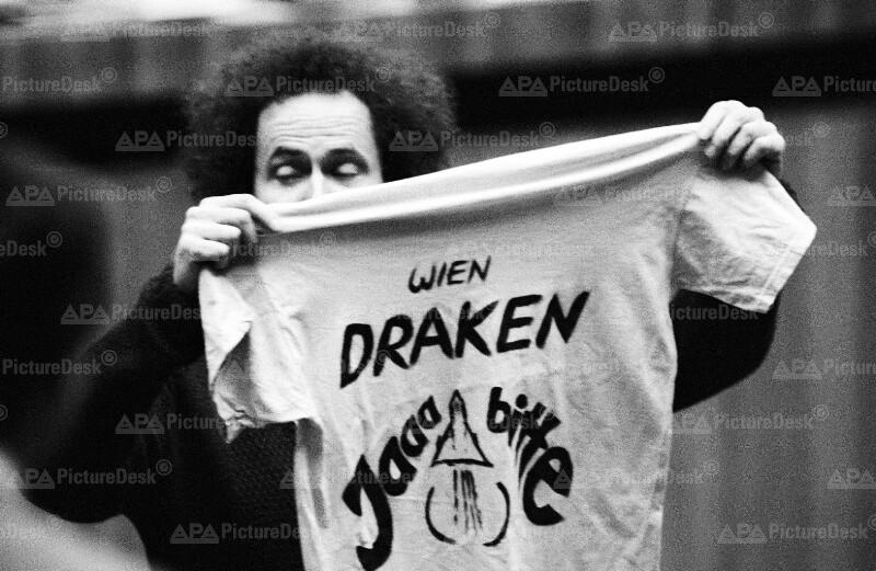 Andreas Wabl bei Anti-Draken-Demo