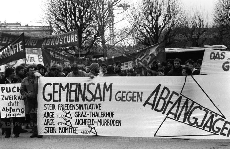Anti-Abfangjäger-Demo in Wien