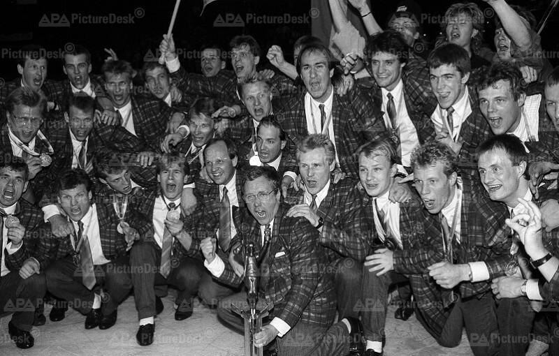 Eishockey-WM in Wien 1987 - Gruppenbild der Sieger aus Schweden