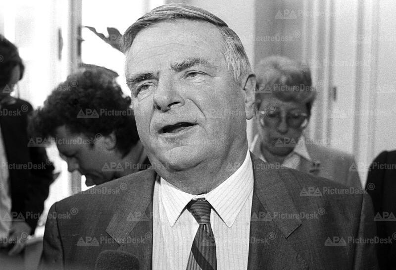 Dr. Egmont Foregger
