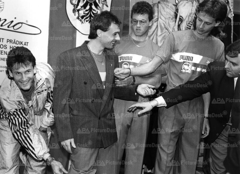 Anprobe der WM-Anzüge 1990 - Konsel, Reisinger, Schöttel und Wohlfahrt