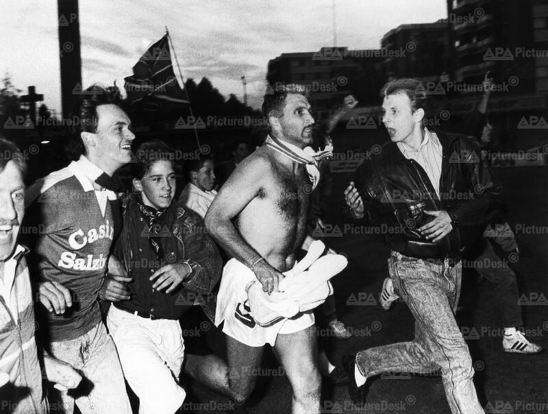 Aufstieg der Austria-Salzburg 1989: Hans Krankl beim Siegeslauf