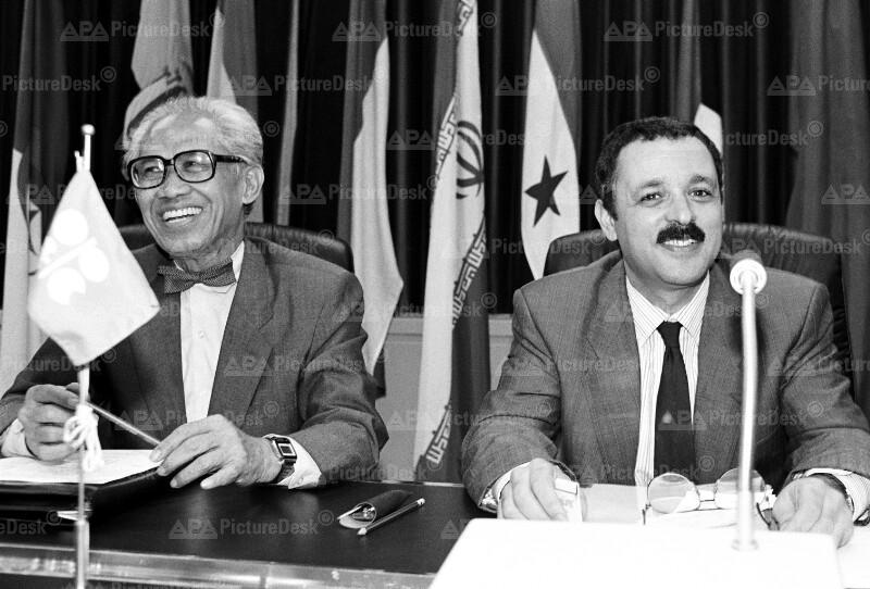 OPEC-Konferenz 1990 in Wien - Adek Boussena und Roberto Subroto
