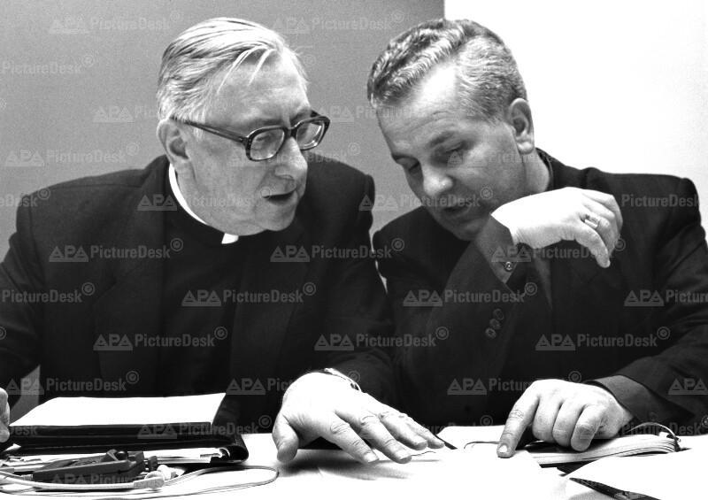 Bischöfliche Konferenz - Kardinal Laszlo Paskai und Bischof Franjo Komarica