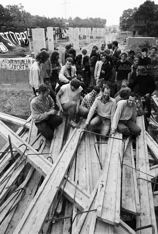 Blockade von Global 2000 auf der Leitha-Auen Autobahn