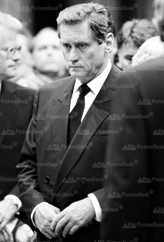 Hannes Androsch beim Staatsbegräbnis von Altkanzler Bruno Kreisky