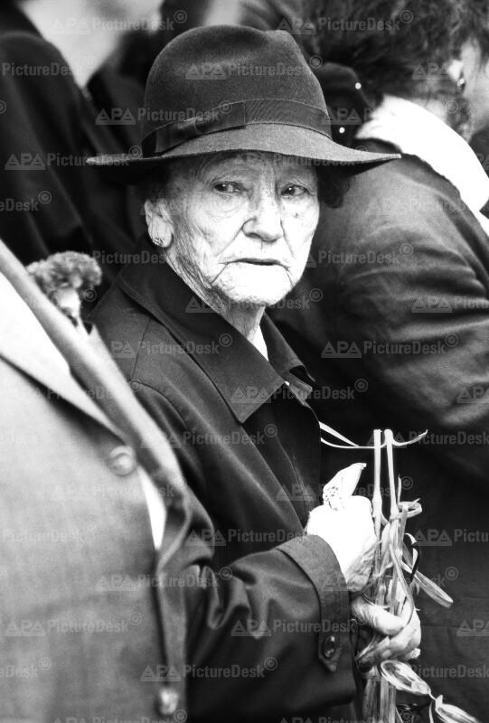 Alte Frau beim Staatsbegräbnis für Altkanzler Bruno Kreisky