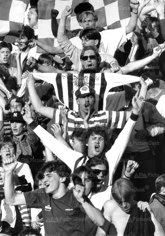 Fußball - Meister Play-off 1991 - Austria Fans