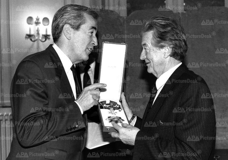 Goldenes Ehrenzeichen für Roland Dumas